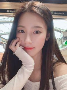 Miyeon fancafe update [ENG] Our Neverland, have a nice Chuseok holiday. Eat a lot of delicious food, rest well and sleep well haha 🥰 South Korean Girls, Korean Girl Groups, K Pop, League Of Legends, For All My Life, Bts And Exo, Cube Entertainment, Soyeon, Popular Music