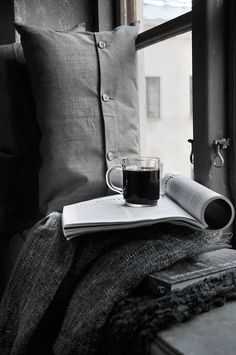 Book, window and coffe I Love Coffee, Black Coffee, Coffee Break, My Coffee, Morning Coffee, Coffee Cups, Sunday Morning, Coffee Talk, Morning Mood