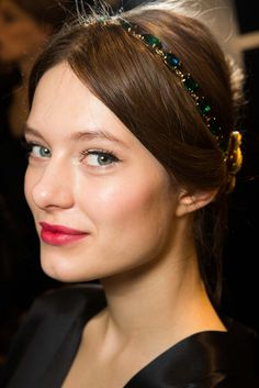 Dolce & Gabbana Fall 2015 Ready-to-Wear Fashion Show Beauty: See beauty photos for Dolce & Gabbana Fall 2015 Ready-to-Wear collection. Look 17 Dolce & Gabbana, Dress Makeup, Hair Makeup, Backstage, Sombre Hair, Show Beauty, Beauty Style, Vogue Australia, Beauty Photos