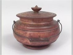 Peaseware container with lid, 1850-1890. Peaseware was made in the Cascade Valley of northeastern Ohio in the late 19th century.