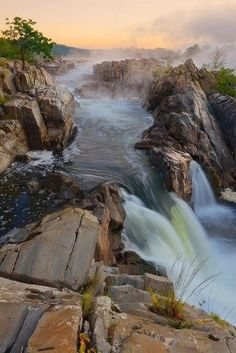 Incredibly Sublime Places to Travel to this Winter Great Falls National Park, Virginia Beautiful Waterfalls, Beautiful Landscapes, Parc National, National Parks, Places To Travel, Places To See, Foto Picture, Parcs, Belle Photo