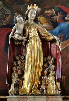 http://upload.wikimedia.org/wikipedia/commons/b/b0/Markdorf_Pfarrkirche_Schutzmantelmadonna_1.jpg