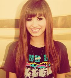 I want her hairstyle her makeup everything! I love Demi Lovato! Demi Lovato 2008, Demi Lovato Young, Lady Gaga, Estilo Gossip Girl, Demi Love, Demi Lovato Pictures, Inspirational Celebrities, Queen, Cute Hairstyles