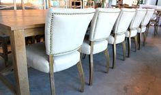MARABIERTO - Sillas Bruna con tachas y mesa de comedor Abbott de roble Abbott, Dining Chairs, Dining Room, Room Ideas, Furniture, Home Decor, Tv Unit Furniture, Couches, Yurts