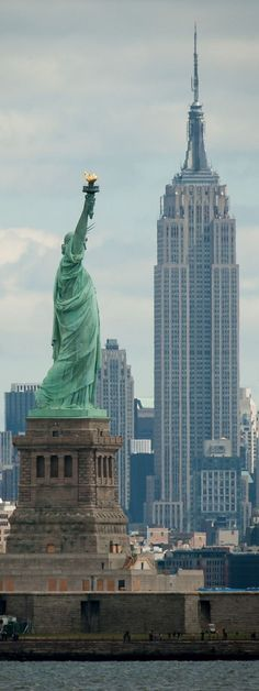 Statue of Liberty, Empire State Building, the old landscape of New York City. Central Park New York, Empire State Building, Places To Travel, Places To See, Ville New York, Voyage New York, Concrete Jungle, New York Travel, Travel Usa