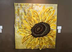 a giant sunflower quilt at the Tokyo International Great Quilt Festival giant sunflower quilt at the Tokyo International Great Quilt Festival 2012 Quilt Festival, Sunflower Quilts, Giant Sunflower, Quilt Modernen, Thread Painting, Silk Painting, Landscape Quilts, Contemporary Quilts, Arte Floral