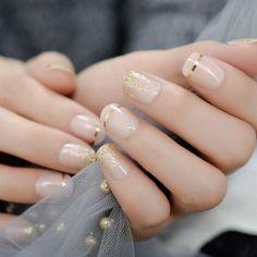 Semi-permanent varnish, false nails, patches: which manicure to choose? - My Nails Hair And Nails, My Nails, Ongles Bling Bling, Natural Looking Nails, Nagel Bling, Wedding Nail Polish, Nail Store, Natural Nail Designs, Gel Nagel Design