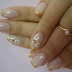 French Nail Art Designs, Gold tips with white flowers on one nail. Great Nails, Cute Nail Art, Fabulous Nails, Nail Art Diy, Beautiful Nail Art, Gorgeous Nails, Cute Nails, French Nails, Nagellack Trends