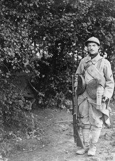 """scrapironflotilla: """" A French gunner of the 53rd Infantry Regiment (Tenth Army) with his Chauchat machine gun in the Somme area, 25 August 1916. """""""