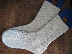 Hermione's Everyday Socks pattern by Erica Lueder (knitting, top-down, heel flap) —— featured in New Favorites: http://fringeassociation.com/2013/04/08/new-favorites-starter-socks/