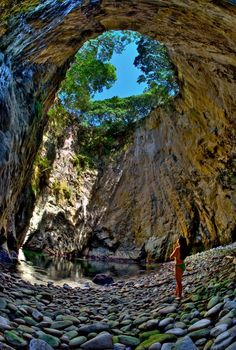 When Te Whanganui-A-Hei (Cathedral Cove) Marine Reserve, where all marine life is protected. Also located in the reserve: the Cathedral Cove (photo). A walking track exists from the northern end of Hahei Beach, and it is also possible to walk from between Hahei and Gemstone Bay. North - north-east of North Island (Coromandel Peninsula, close to Auckland), NZ.