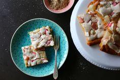 Rhabarberkuchen vom Blech - schnell gemacht und extra lecker - Rezept auf meinem Blog.