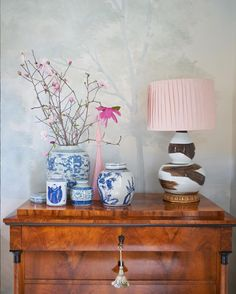Interior design star Rivers Spencer uses Susan Harter Muralpapers to create a serene backdrop for her home redesign. This misty, ethereal painted landscape is called Barringtons Mist. Hallway Wallpaper, Scenic Wallpaper, Living Room Murals, Nantucket Style, Asian Design, Beautiful Interior Design, Living Room Designs, Home Accessories, Design Inspiration