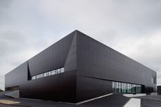 Åke Eson Lindman – Architectural photographer based in Sweden. Gymnasium Architecture, Black Architecture, Factory Architecture, Industrial Architecture, Beautiful Architecture, Architecture Design, Building Exterior, Building Facade, Building Design