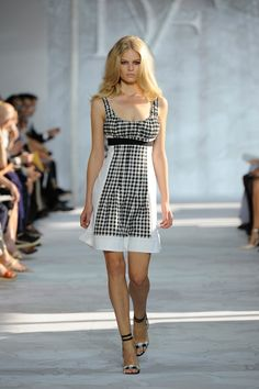 Diane von Furstenberg Continues to Master Dress Design for S/S 15 via @WhoWhatWear