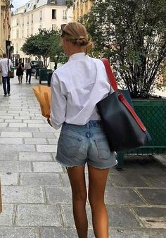 A Stylish Way to Wear Cut-Off Denim Shorts Amalie Moosgaard Neilsen Instagra Mode Outfits, Casual Outfits, Fashion Outfits, Womens Fashion, Fashion Tips, Fashion Trends, Elegant Summer Outfits, Fashion Hacks, Petite Outfits