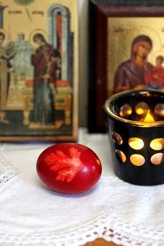 Greek Easter Tradition: Kokkina Avga - Red Dyed Eggs uova rosse di Pasqua