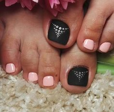 Black-Pink Toe Nail Art WOWW! Black Toe Nails, Pink Toe Nails, Cute Toe Nails, Feet Nails, Toe Nail Art, Pretty Nails, Toenails, Pedicure Designs, Toe Nail Designs