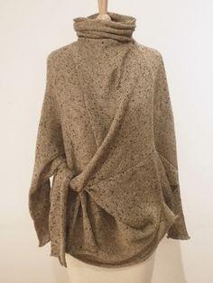 Pullover mit überzähligen Ärmeln
