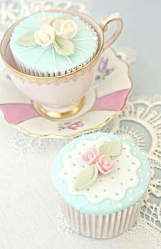 tea party cupcakes - almost too perfect to touch Flowers Cupcakes, Pretty Cupcakes, Beautiful Cupcakes, Pastel Cupcakes, Floral Cupcakes, White Cupcakes, Tea Party Cupcakes, Wedding Cupcakes, Cupcake Cookies