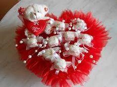 Картинки по запросу букеты из конфет ко дню святого валентина
