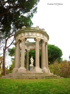 """Gemma Gil. Templo de Baco en el Jardín El Capricho. Vía """"Callejeando Madrid"""""""