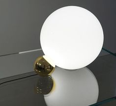 Copycat is a table lamp by Michael Anastassiades for Flos, made of blown glass. #SmallLight