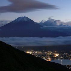. Twilight view of Mt.Fuji and Lake Kawaguchi. (2015.10.17.Sat.) . #mtfuji #富士山 #team_fujisan #mrE_fujisan #worldheritage #mr_E_nightview #japan_night_view #japan_night_view_member  #landscape_captures #worldcaptures #wc_exclusive #wonderful_places #ahd_shotz #awesome_earthpix . . 午後まで仕事してから今週末も山梨に来ています 御坂みちを上がって天下茶屋に来てみました もっと早く着ければよかったんですが日没には間に合いませんでした . #mr_ebisu #rsa_light #insta_crew #main_vision #igers_jp #jp_views #gf_japan #wu_asia #wu_japan #ig_japan #japan #ig_asia #ig_clubaward…