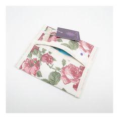 Porta absorvente para deixar sempre na bolsa para as horas de emergência! Feito com tecidos de algodão por dentro e por fora. Cabe um absorvente. Estampa floral