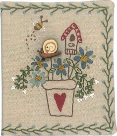 Free pattern Lynette Anderson Needlecase with snail. Nice stitching guide on… Embroidery Patterns Free, Hand Embroidery Designs, Embroidery Applique, Cross Stitch Embroidery, Quilt Patterns, Stitch Patterns, Lynette Anderson, Anni Downs, Sewing Crafts