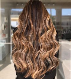Obsessing with the glamorous vibes of wavy hair? You might be inspired to get these autumn-toned waves on long hair made by hairstylist Sue (@suetyrrellstylist). Hit on the link to see our list of gorgeous long wavy hair. #longwavyhair #autumnhair Brown Hair Shades, Brown Hair Colors, Island Hair, Low Maintenance Hair, Gray Hair Highlights, Long Wavy Hair, Balayage Hair, Bayalage Brunette, Bronde Hair