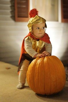 how cute! Halloween 2019, Halloween Costumes, Gladiator Costumes, Roman Toga, Toga Costume, Toga Party, Baby Costumes, Homemade Baby, Baby Fever