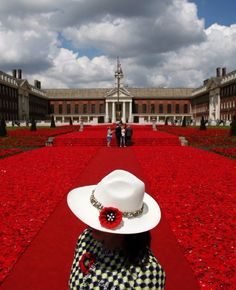 A volunteer stands to the entrance of the 5000 Poppies Garden at the Chelsea Flower Show in London on May the garden, created by Australians Lynn Berry and Margaret Knight is a. Chelsea Flower Show, Margaret Knight, Knitted Poppies, Crochet Flowers, Sea Of Poppies, Chelsea Garden, Flower Festival, Paris Match, London