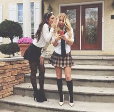 Blair and Serena, this is one of my favorites, you and your bff can totally kill this easy costume, xoxo 》Gossip Girl - Serena and Blair Serena And Blair Costume, Blair Et Serena, Serena Van, Halloween Inspo, Halloween Costumes For Girls, Couple Halloween, Girl Group Costumes, Woman Costumes, Couple Costumes