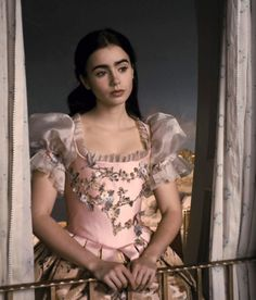 The Enchanted Garden - Lily Collins as Snow White in Mirror Mirror. Lily Collins Snow White, Jamie Campbell Bower, Princess Aesthetic, Karen, Cutaway, Makeup Trends, Costume Design, Pretty Dresses, Brave