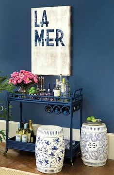 I love decorating with blue and white ginger jars in my home. Here are a few of the ways I use them and a list of my favorite ginger jars! Navy Home Decor, White Decor, Chinoiserie, Design Hall, Gold Bar Cart, Bar Cart Decor, Decoration Inspiration, Decor Ideas, Garden Seating