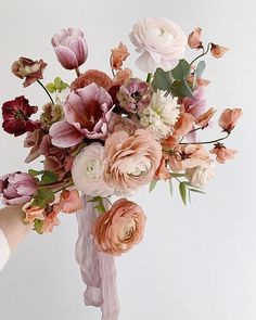 Just landed back in Sydney after a few days in Chicago teaching a group of wonderful florists with my girl 🤎 It was such a wonderful experience and I have so much I want to share but for now. Bride Bouquets, Floral Bouquets, Bouquet Wedding, Wedding Nails, Pink Bouquet, Bouquet Of Flowers, Flowers Garden, Instagram Wedding, Flower Aesthetic