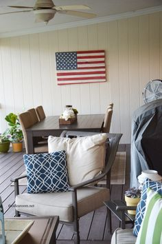 How to make a wood pallet American Flag | theidearoom.net