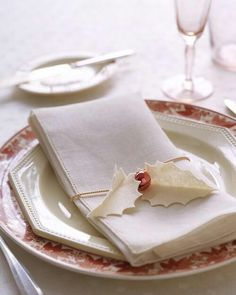 Christmas holly leaf napkin ring, simple