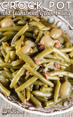 How to Cook Fresh Green Beans in the Crock Pot Crock Pot Old Fashioned Green Beans: Are you wondering how to cook fresh green beans in the crock pot? Our favorite slow cooker green bean recipe has that delicious old fashioned flavor of bacon and onions. Crockpot Fresh Green Beans, Cooking Frozen Green Beans, Fresh Green Bean Recipes, Beans In Crockpot, Green Beans With Bacon, Southern Green Beans Crockpot, Green Beans And Potatoes, Green Beans Slow Cooker, Veggies In Crockpot