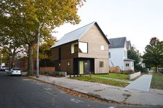 Yale architecture students design an affordable housing model Yale Architecture, Modern Architecture House, Wyoming, Building Design, Building A House, Building Ideas, Emergency House, Low Cost Housing, Global Home