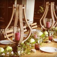 Décoration de table pour une dégustation chez Cirette Traiteur. #traiteur #degustation #table #bougeoir  #chemindetable #cirettetraiteur #rustiquechic #bois #fleur #vegetal #bougie  #portenoms #champetre #mariage #lierre #tasting #rustic #chic #wedding #candlestick #tablerunner #wood #flowers #candles