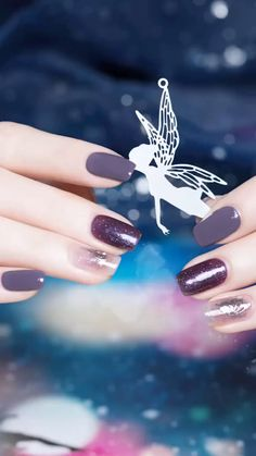 These Nail designs have clean, classy, minimalist style that you absolutely adore. These desaturated palettes are to deserve for. Dark Purple Nails, Beige Nails, Blue Acrylic Nails, Pink Nails, Stylish Nails, Trendy Nails, Cute Nails, Nail Art Designs Videos, Nail Art Videos