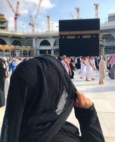 Arab Girls Hijab, Muslim Girls, Hijabi Girl, Girl Hijab, Medina Mosque, Mecca Kaaba, Walpaper Black, Muslim Women Fashion, Islamic Girl
