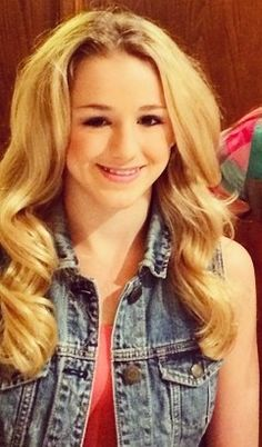 Chloe at her meet and greet today she looks so perrrrty