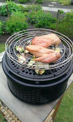 With the Fenced Roasting Rack, you cook your vegetables right under chicken for added flavor! Cobb Cooker, Big Green Egg Outdoor Kitchen, Cobb Bbq, Weber Barbecue, Model Diet, Grill Accessories, Green Eggs, Health Diet, Grilling Recipes
