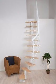 Raumspartreppe weiß, Multiplex-Stufen, Buche. Für Geschosshöhen 222-276 cm