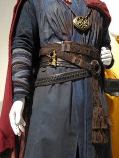 Hollywood Movie Costumes and Props: Doctor Strange movie costumes on display. Original film costumes and props on display Movie Costumes, Diy Costumes, Costume Ideas, Wizard Costume, Cosplay Ideas, Cosplay Costumes, Halloween Costumes, Superhero Cosplay, Marvel Cosplay