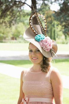 Rita Von African Hats, Tea Hats, Derby Day, Kentucky Derby Hats, Royal Ascot, Diy Hairstyles, Fascinator, Crochet Hats, Placemat