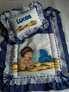Baby Boy Blankets, Baby Pillows, Baby Cartoon Drawing, Baby Applique, Baby Sense, Baby Sheets, Baby Shoes Pattern, Baby Sewing Projects, Baby Crib Bedding